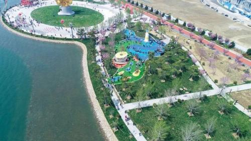 山东荣成市凤凰湖公园运动场地施工完成