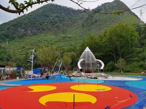 儿童游乐场塑胶地面及配套设施安装铺设
